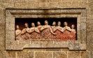 Escultura na fachada da capela das Ánimas de Santiago de Compostela.